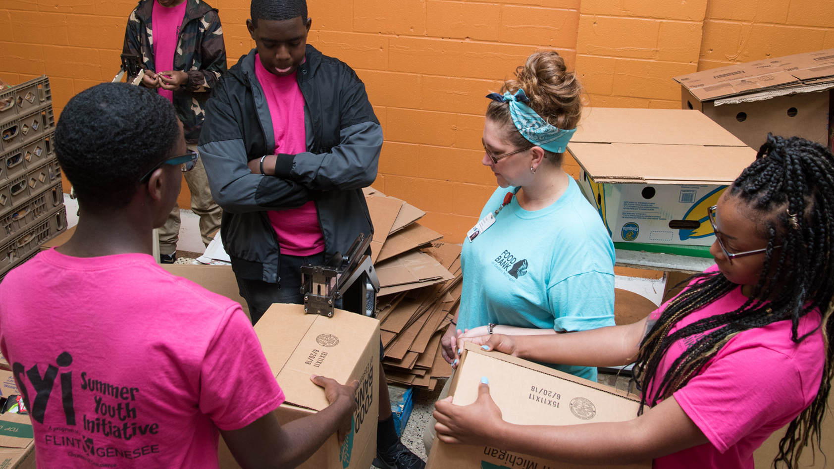 SYI students work at the Food Bank