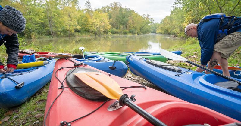 Kayakers getting ready to kayak Flint River